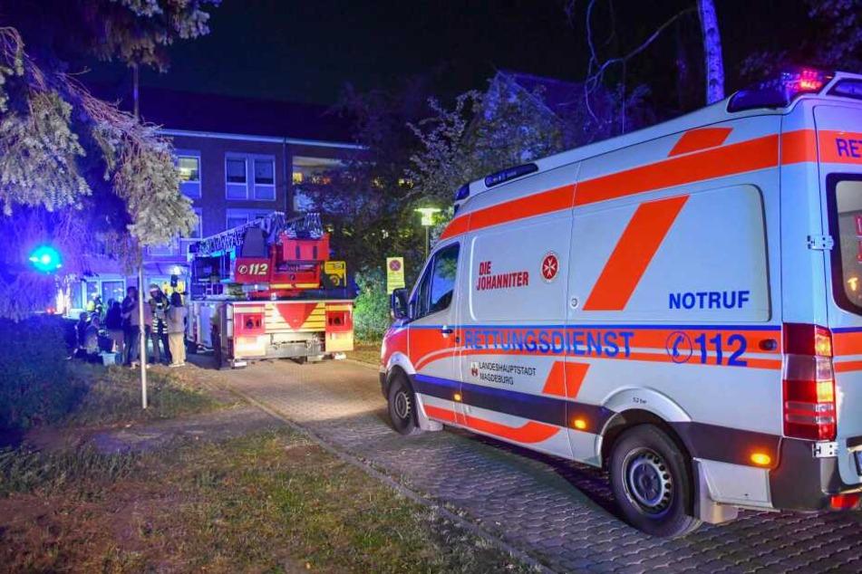 Bei einem Wohnungsbrand in einem Magdeburger Pflegeheim ist in der Nacht zu Freitag ein Mann ums Leben gekommen.