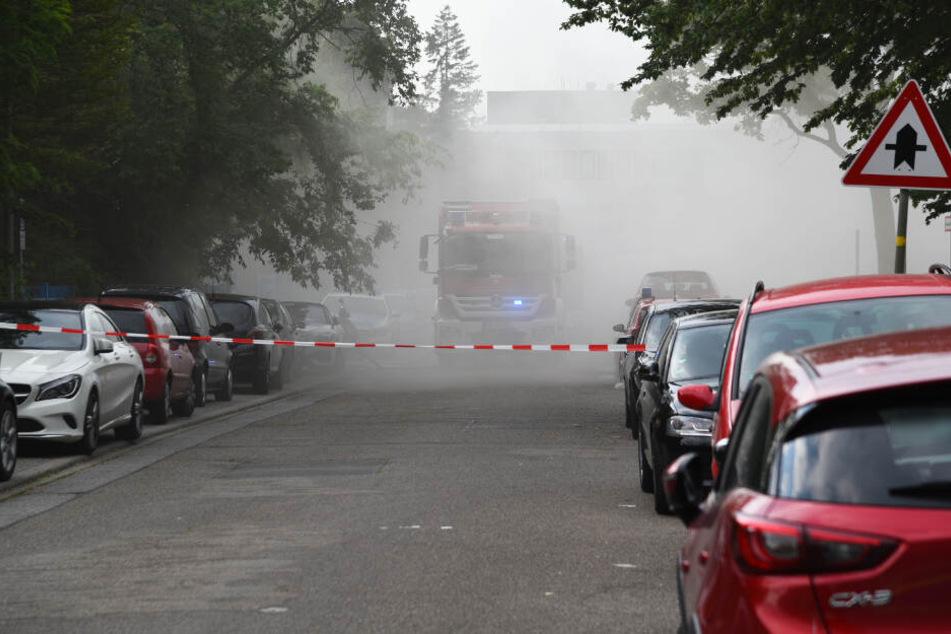 Mysteriös: Warum zieht hier weißer Rauch durch die Straße?