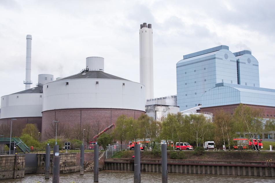 Hamburg: Großbrand in Kraftwerk! Löscharbeiten bis tief in die Nacht