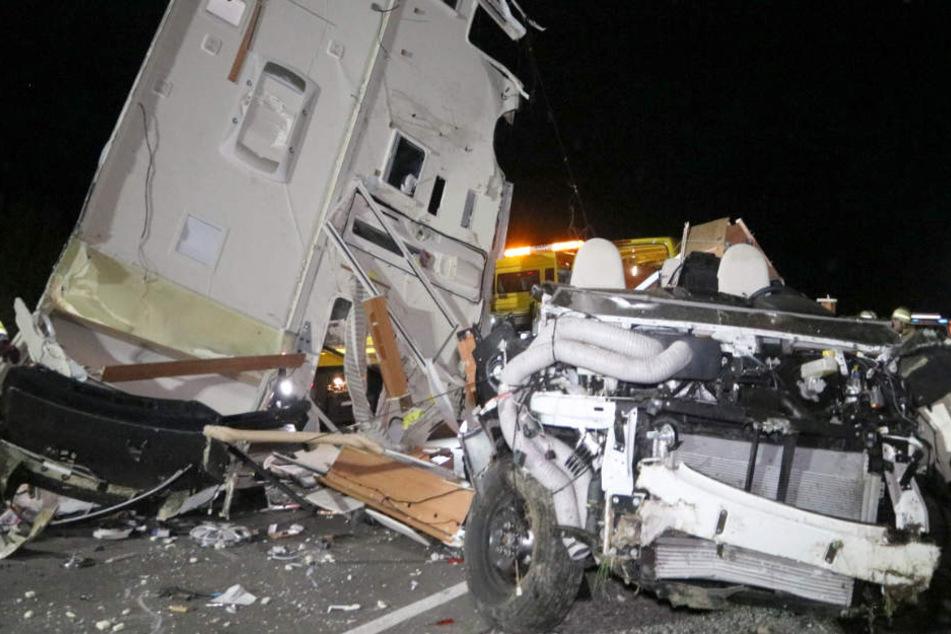 Das Wohnmobil des 77-Jährigen wurde bei dem Unfall auf der Bundesstraße 19 komplett zerstört.