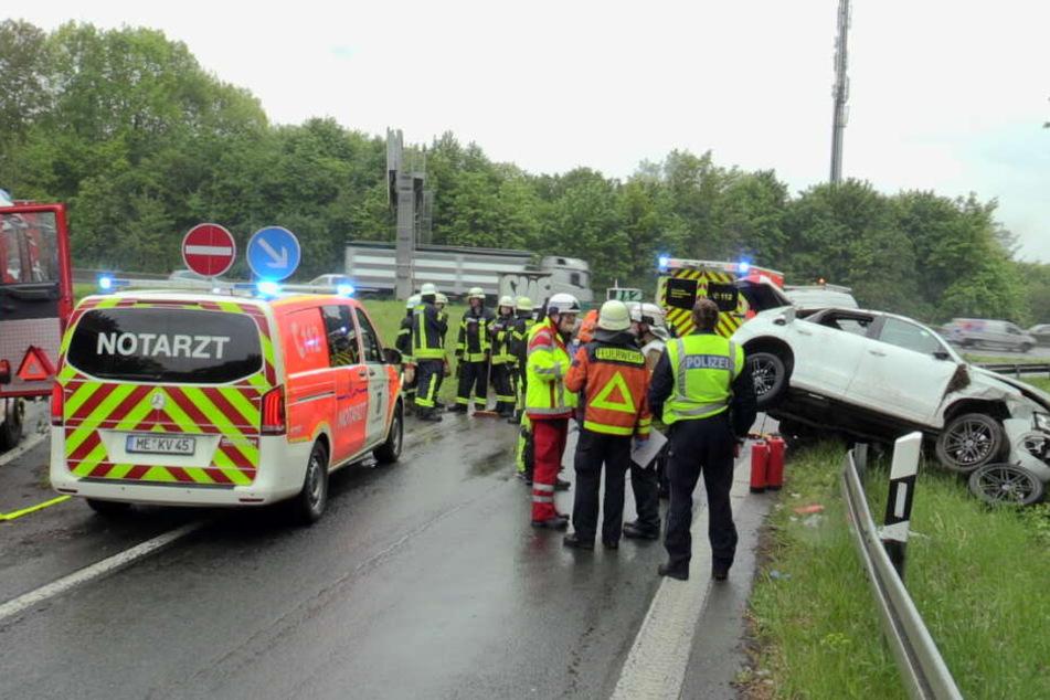 Das Verkehrsunfallaufnahme-Team der Polizei Düsseldorf sicherte vor Ort die Unfallspuren.