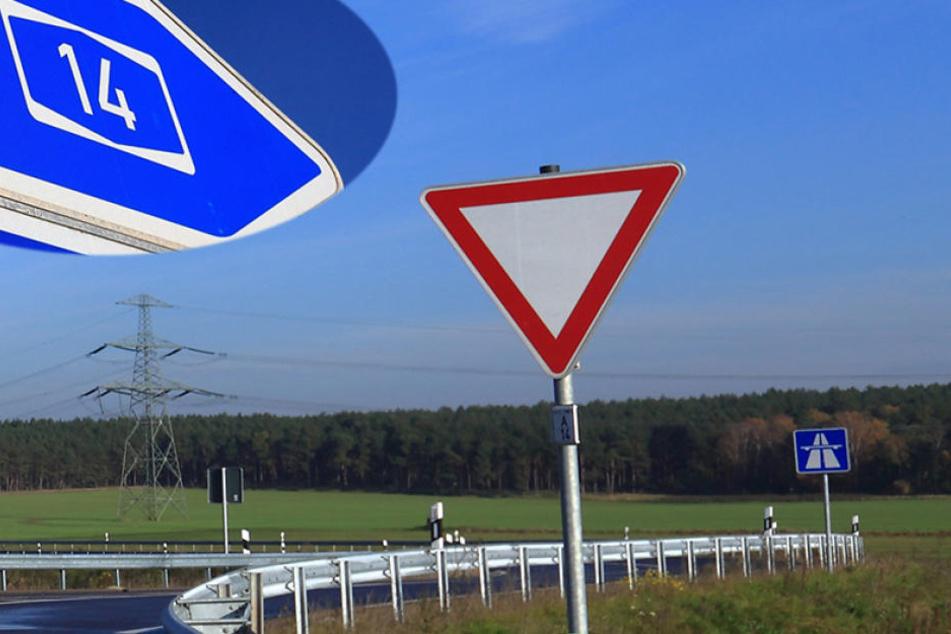 Der 25-Jährige fuhr mit seinem Wagen die Leitplanke hoch und kam dort zum Stehen (Symbolbild).