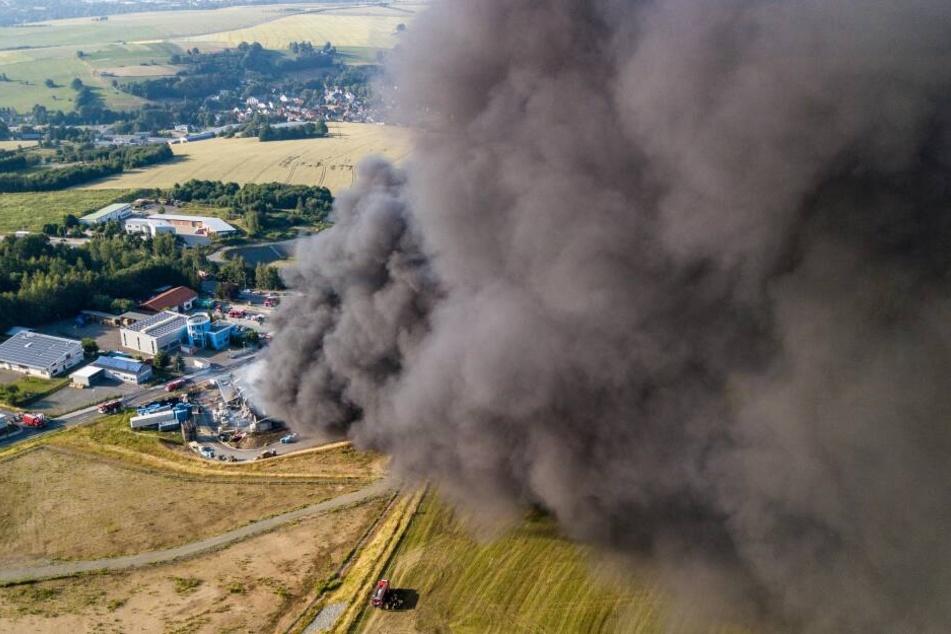 Nach Großbrand im Vogtland: Warum dauert die Analyse der Giftwolke so lange?