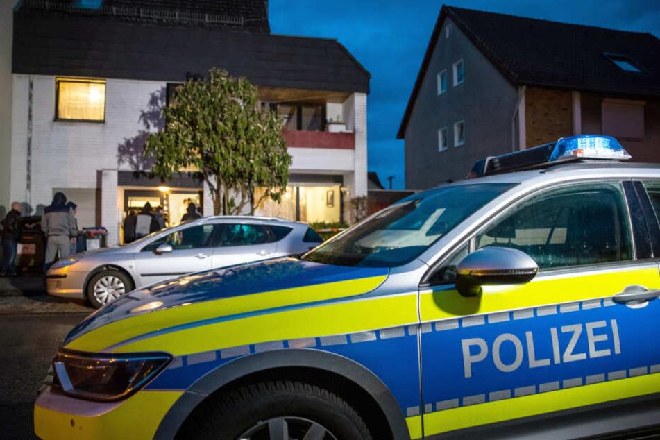 Die Polizei durchsuchte die Wohnung des Mannes in Frankfurt-Preungesheim nach der Explosion (Symbolbild).