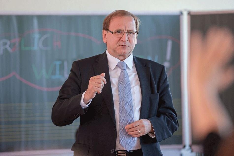 Heidenaus Bürgermeister Jürgen Opitz (63,CDU) ist froh, dass alles so glimpflich abgelaufen ist.