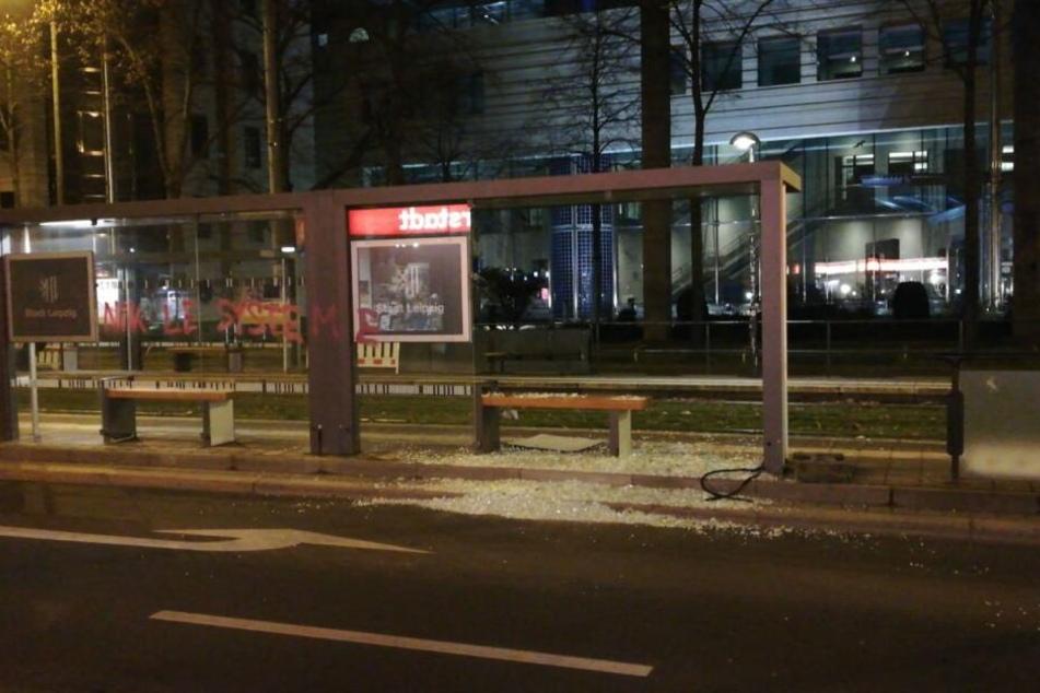Ebenso wie die kürzlich erneuerte Straßenbahnhaltestelle an der Kreuzung Karli/Richard-Lehmann-Straße.