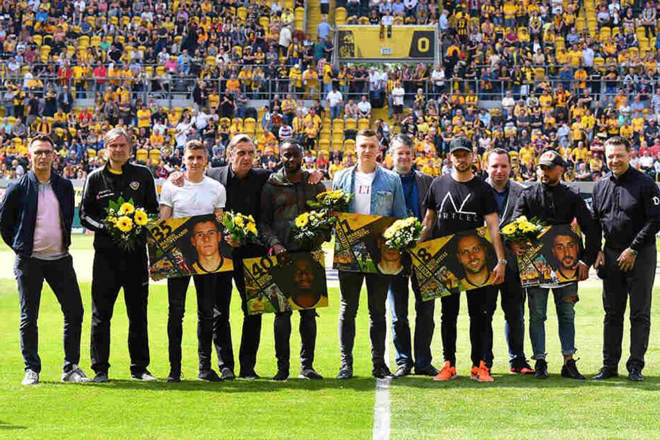 Tag des Abschieds: Marius Hauptmann, Erich Berko, Markus Schubert, Rico Benatelli und Aias Aosman bekamen Blumen. Dario Dumic musste nochmal ran.