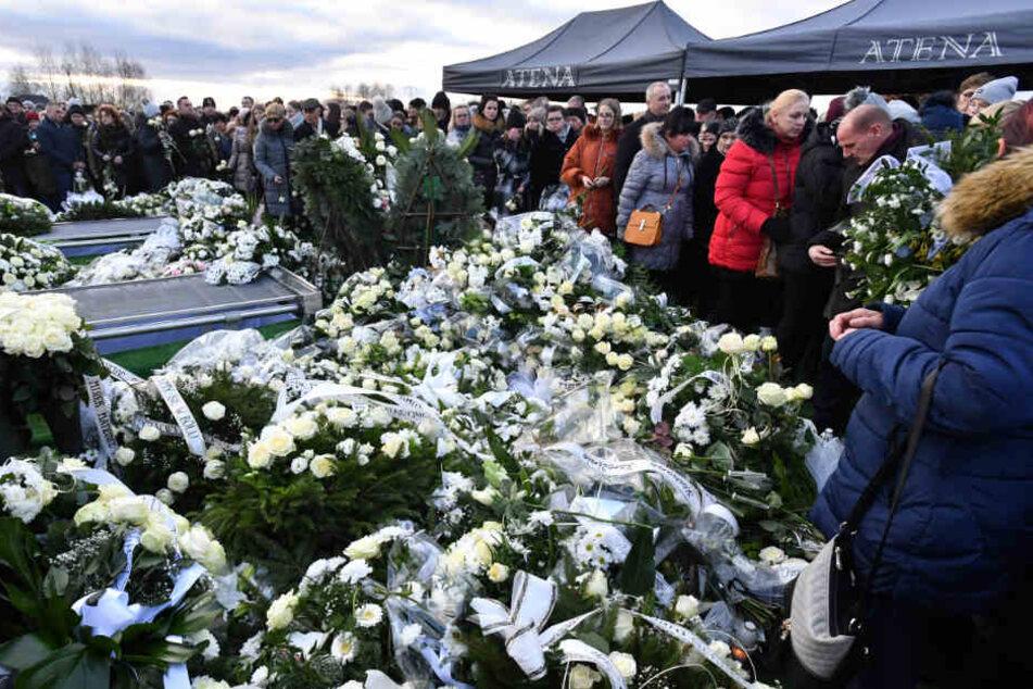 """Berlin: Abschied von Opfern der Brandtragödie in polnischem """"Escape-Room"""""""