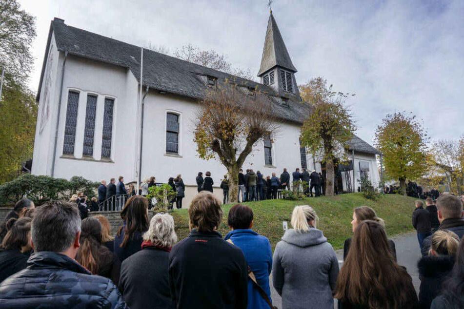 Trauerfeier für erwürgten Schüler (†16) in Wenden