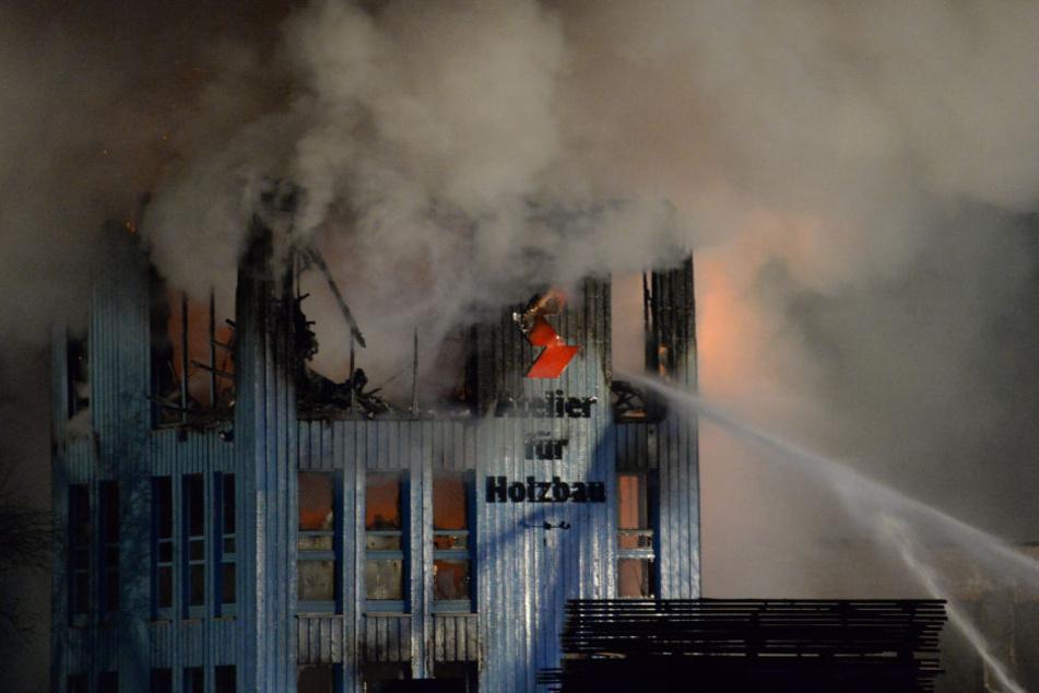 Das Feuer richtete riesigen Schaden in der Tischlerei an.