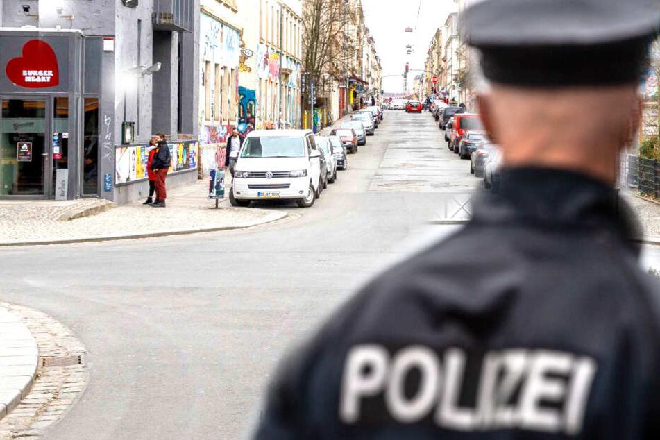 Auf der Alaunstraße wurde das Opfer angesprochen und attackiert (Symbolbild).