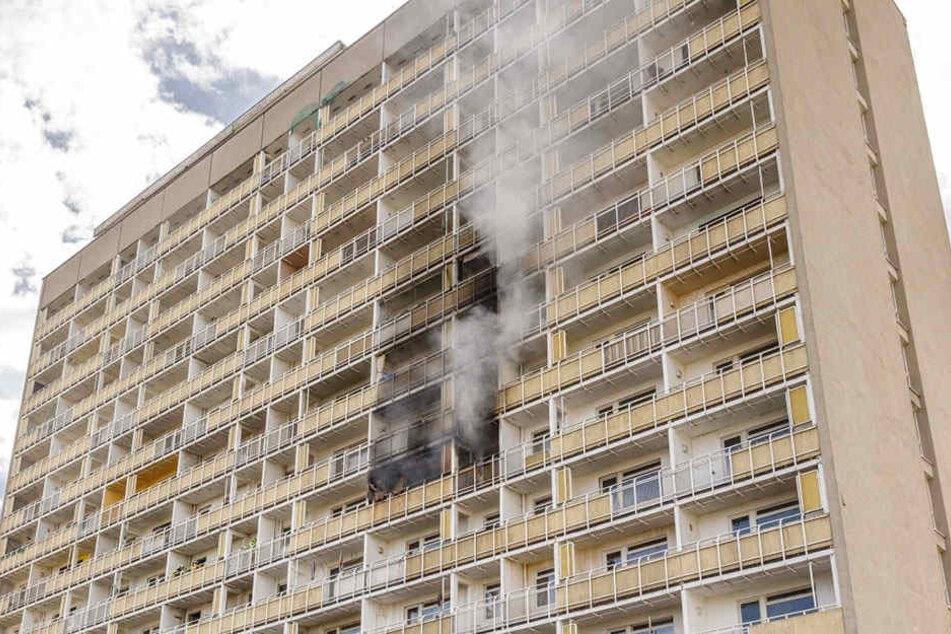 Wohnen im Hochhaus am Pirnaischen Platz ist brandgefährlich! Zuletzt loderten hier im Mai die Flammen.