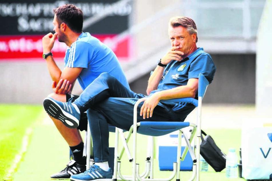 CFC-Trainer Horst Steffen (r.) ist unzufrieden. Sein Team kann und muss sich  steigern!