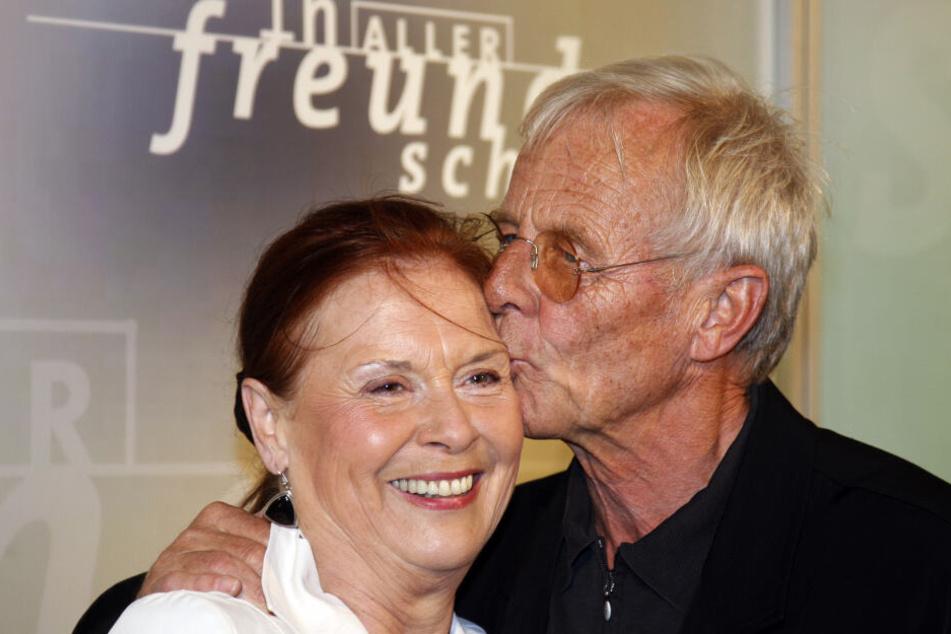 """Ursula Karusseit und Rolf Becker 2008 bei den Feierlichkeiten zum zehnjährigen Jubiläum von """"In aller Freundschaft""""."""