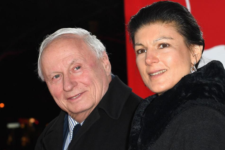 Seit Dezember 2014 ist Sahra Wagenknecht (48) mit Oskar Lafontaine (74) verheiratet.