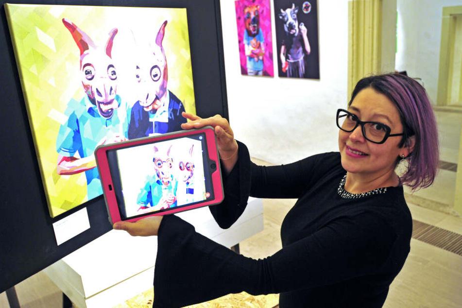Mit Hilfe einer App können in der Ausstellung Bilder lebendig werden.