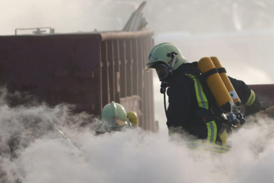 Feuerwehrleute am Einsatzort in Germendorf.
