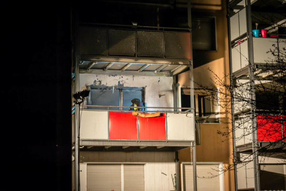 Der Mann sprang wohl aus Angst dem dritten Stock des Mehrfamilienhauses.