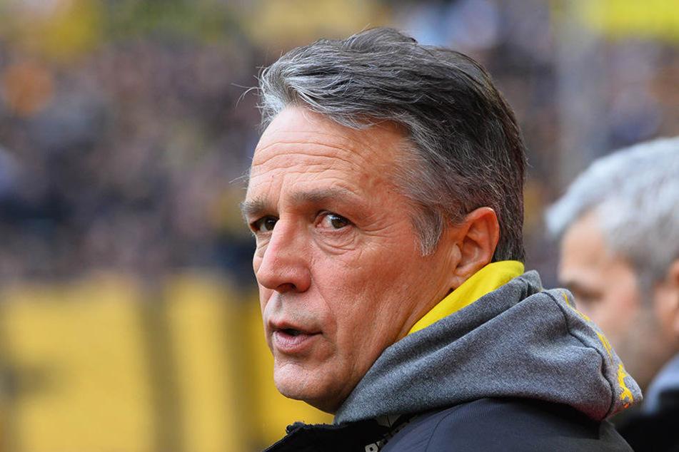Dynamo-Coach Uwe Neuhaus findet lobende Worte für seinen jungen Abwehrmann.