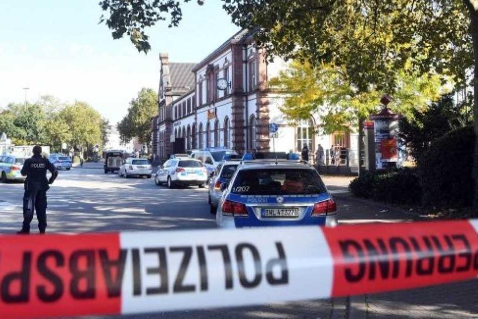 """Die Polizei sperrte die Gegend rund um die Schule großflächig. Die Bombendrohung stellte sich allerdings schnell als """"Scherz"""" heraus. (Symbolbild)"""
