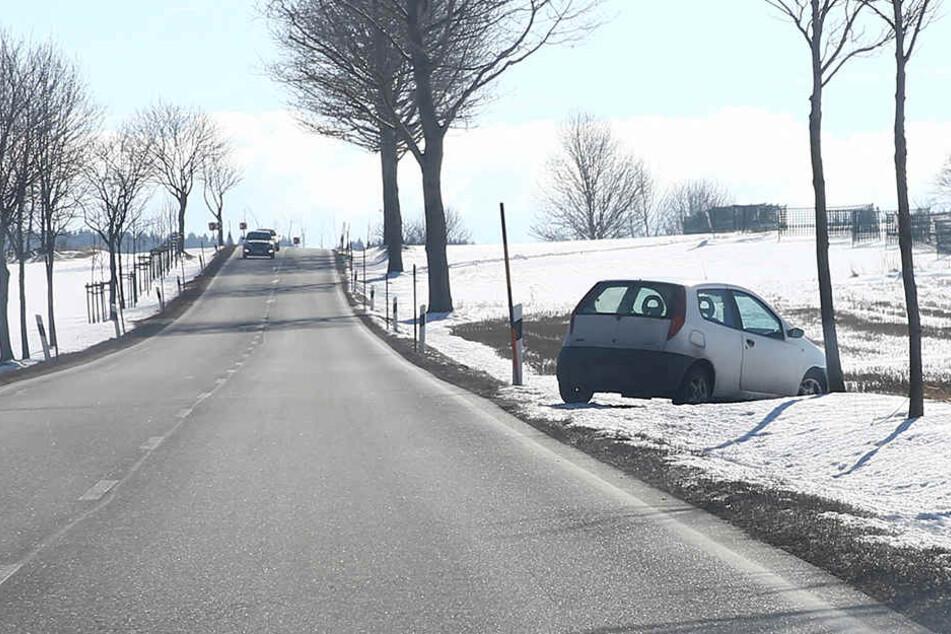 Der Fiat steht an der B95 zwischen Annaberg und Bärenstein.