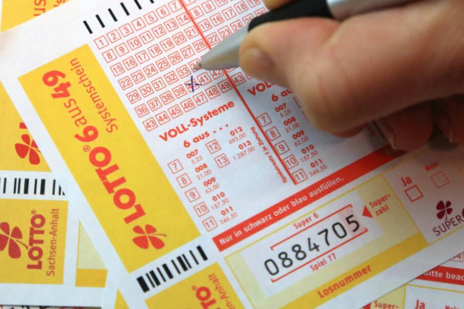 8000 Euro anstatt eine halbe Million: Lottogewinnerin betrogen