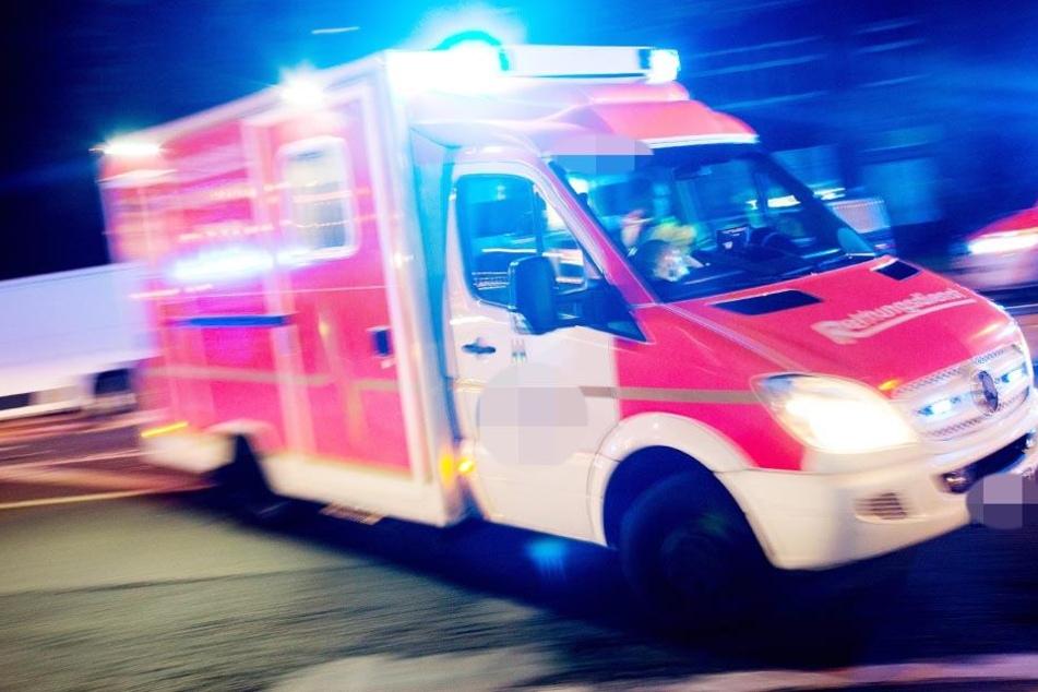 Der 23-Jährige stürzte und verletzte sich dabei schwer. Er musste in ein Krankenhaus eingeliefert werden. (Symbolbild)