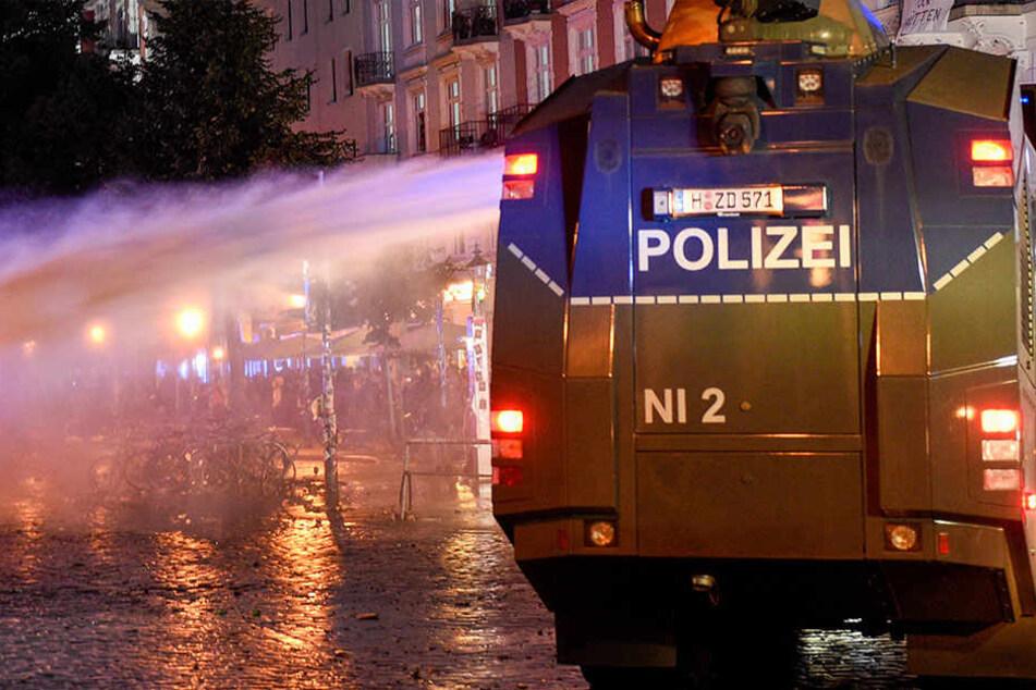 Neben den eingesetzten Polizisten kamen auch Wasserwerfer aus Thüringen zum Einsatz.