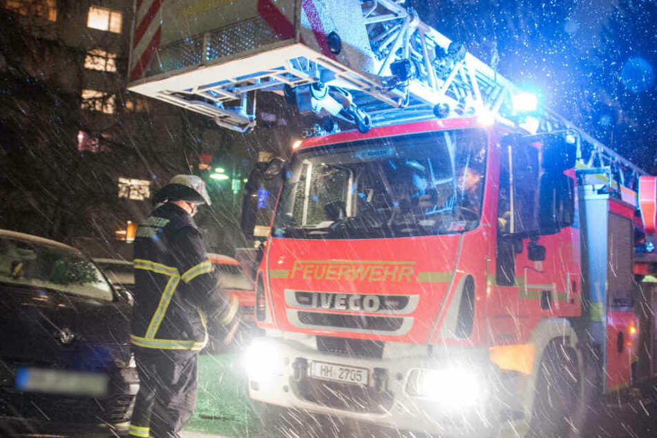 Die Hamburger Feuerwehr konnte acht Personen retten (Symbolbild)