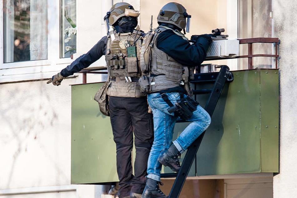 Vor der Festnahme versuchten die Beamten, über den Balkon Kontakt aufzunehmen.