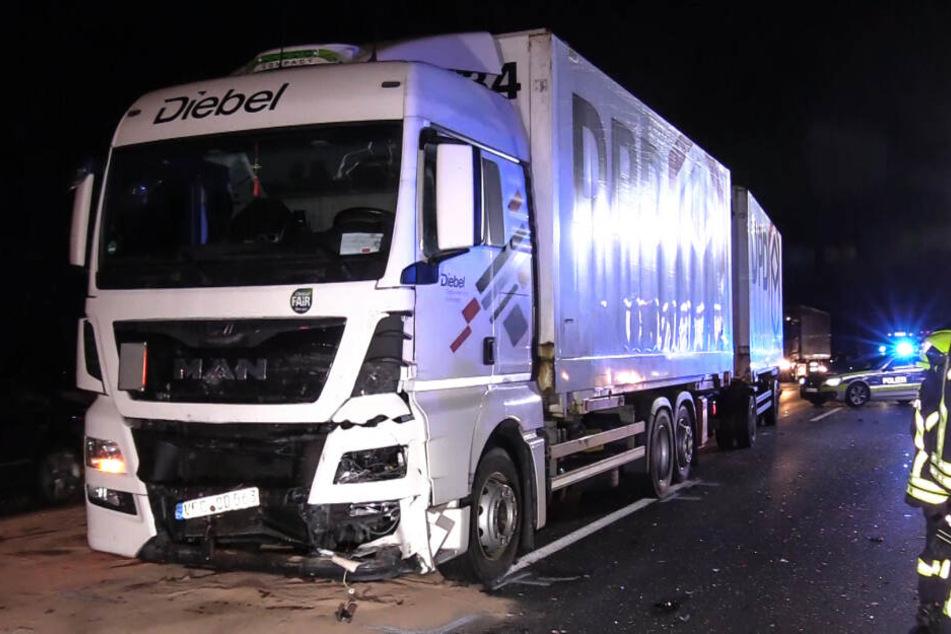 Der Lastwagen war in den Ford gekracht.