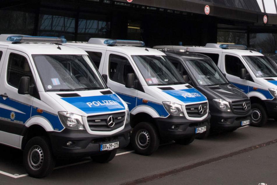 Schon am Donnerstag hatten zahlreiche Ermittler die Zentrale der Deutschen Bank durchsucht.
