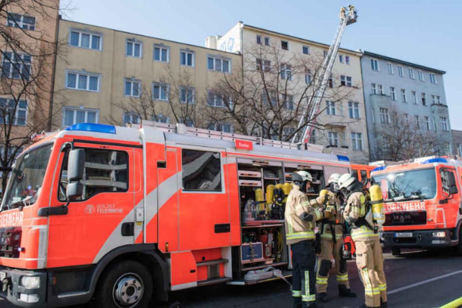Die Berliner Feuerwehr bei einem Einsatz in Charlottenburg. (Archivbild)