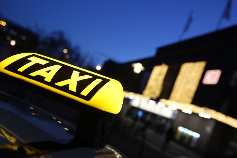Ein Taxi-Fahrer wollte sich mit sexuellen Leistungen bezahlen lassen. (Symbolbild)