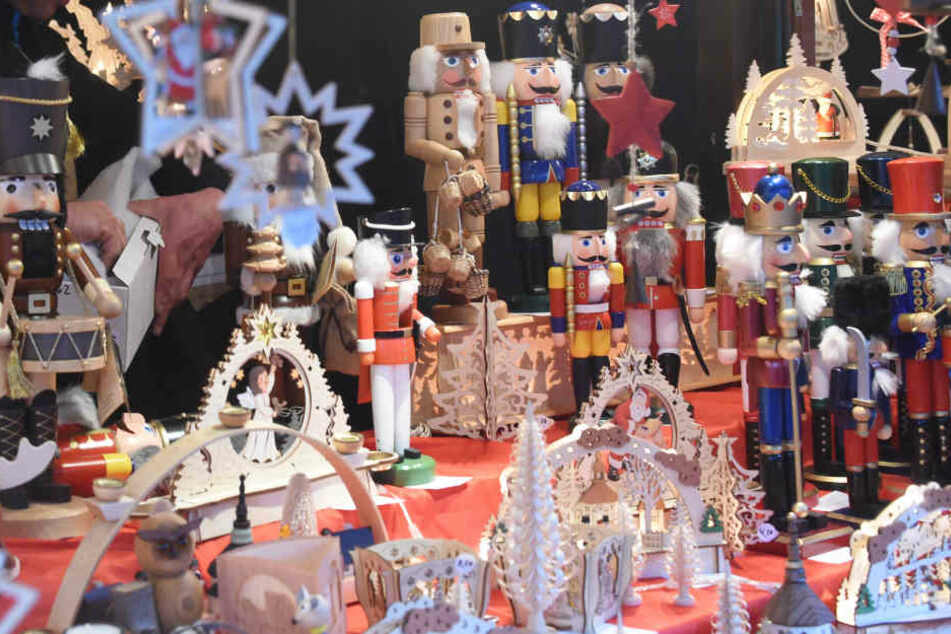 Auf vielen Weihnachtsmärkten ist Kunsthandwerk zu kaufen.