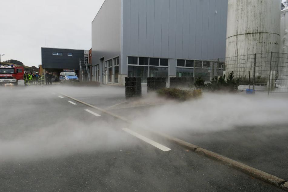 Der ausgetretene Nebel deutet auf ein Leck des Stickstofftankes hin.
