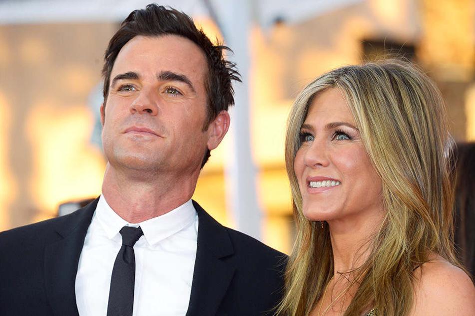 Jennifer Aniston und Justin Theroux lassen Gerüchte um ein Liebes-Comeback zwischen ihr und Brad Pitt nicht an sich heran.