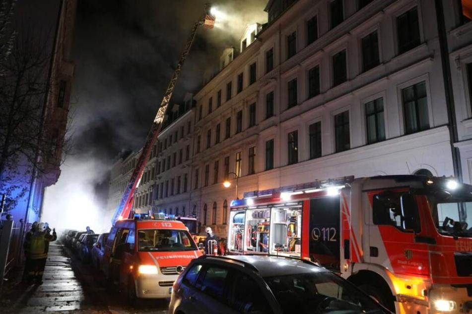 Die Löscharbeiten der Feuerwehr dauerten bis spät in die Nacht.