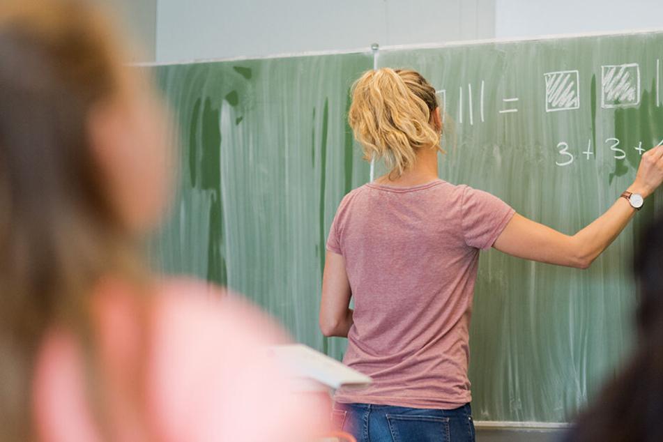 Mutter schlägt und tritt auf Lehrerinnen in Zwickau ein