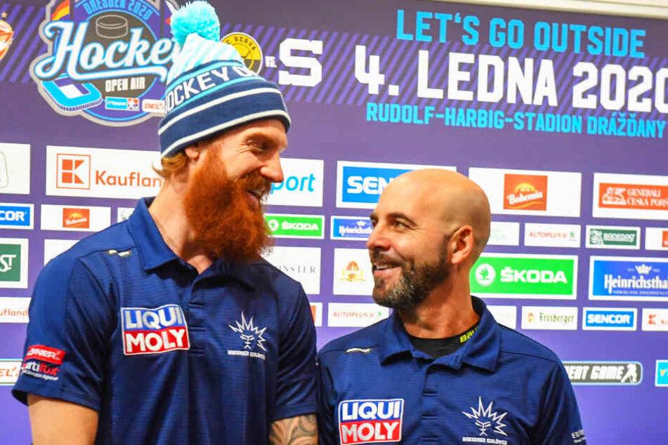 Eislöwen-Kapitän Thomas Pielmeier (l.) und Coach Rico Rossi waren am Freitag bestens gelaunt, ihr Ziel ist klar: Derbysieg!