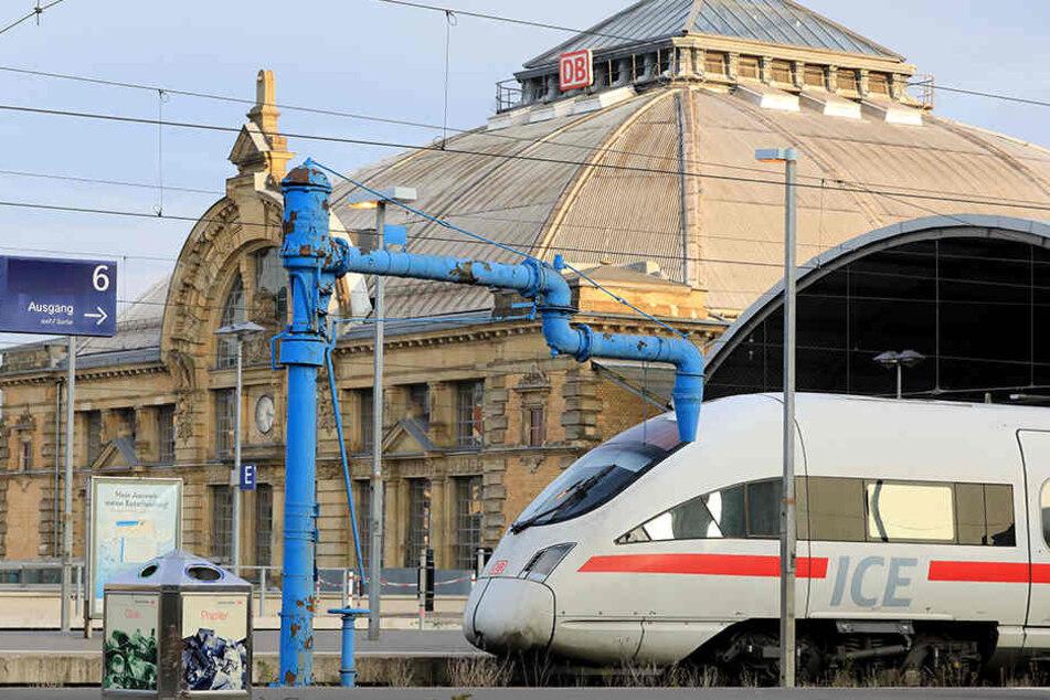 Wegen Arbeiten für die ICE-Strecke Berlin-München ist der Hauptbahnhof Halle ab Mittwochabend acht Tage lang gesperrt. (Archivbild)
