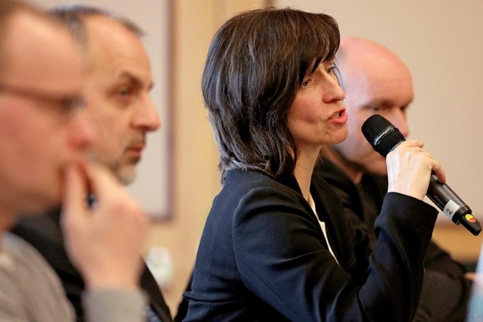 ie Fraktionsvorsitzenden der Berliner Linke-Fraktion, Carola Bluhm, spricht auf der Klausurtagung in Leipzig.