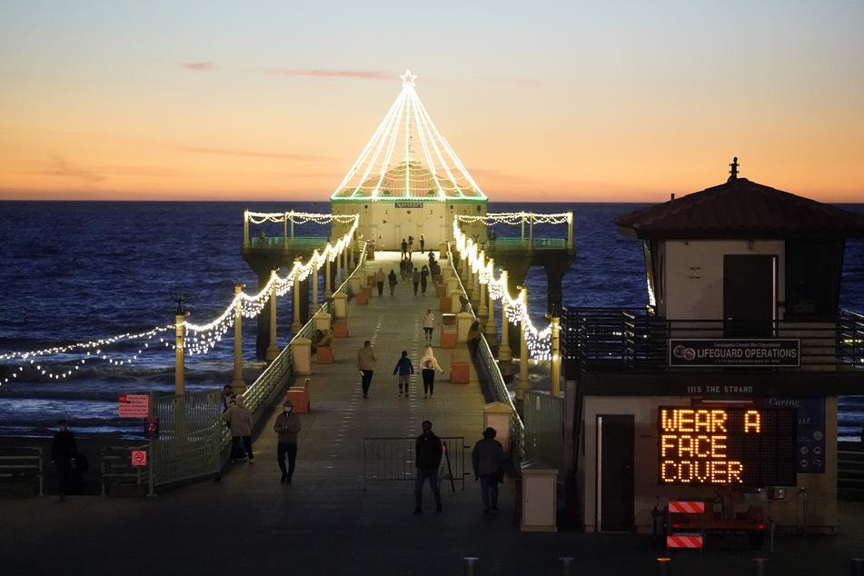 Der Manhattan Beach in Los Angeles: Die US-Metropole ist von der Corona-Pandemie gebeutelt.