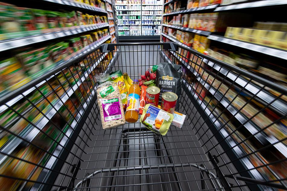 Augen auf beim Einkauf. Die günstigen Produkte befinden sich meist weiter unten im Regal.