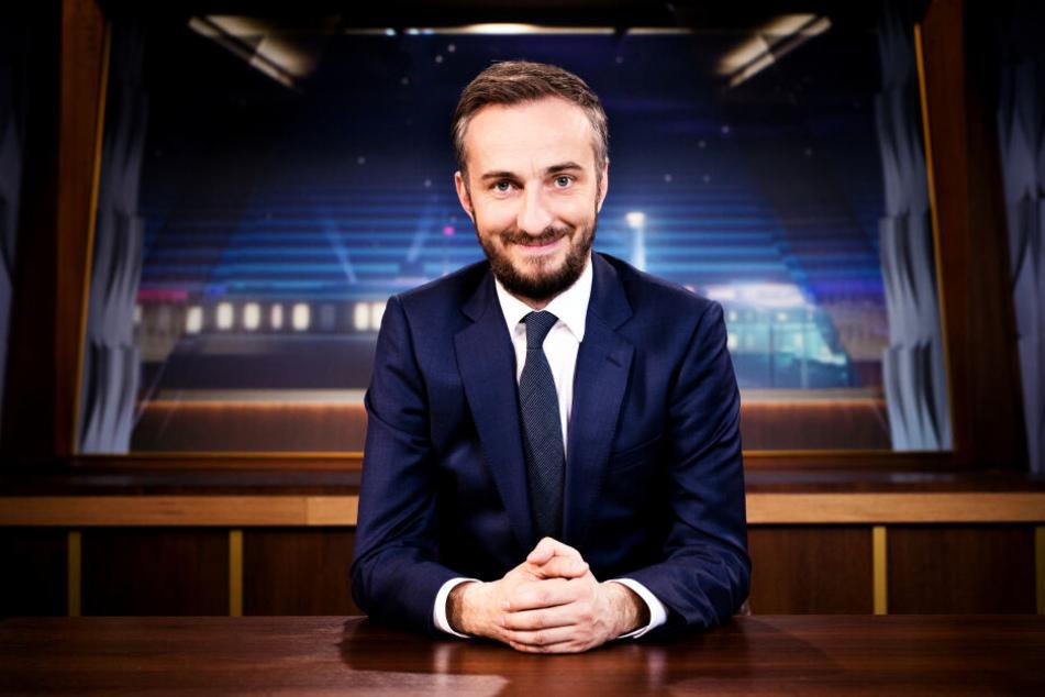 """Jan Böhmermann im """"Neo Magazin Royale""""-Studio. Ab Herbst 2020 hat er eine neue Show im ZDF."""