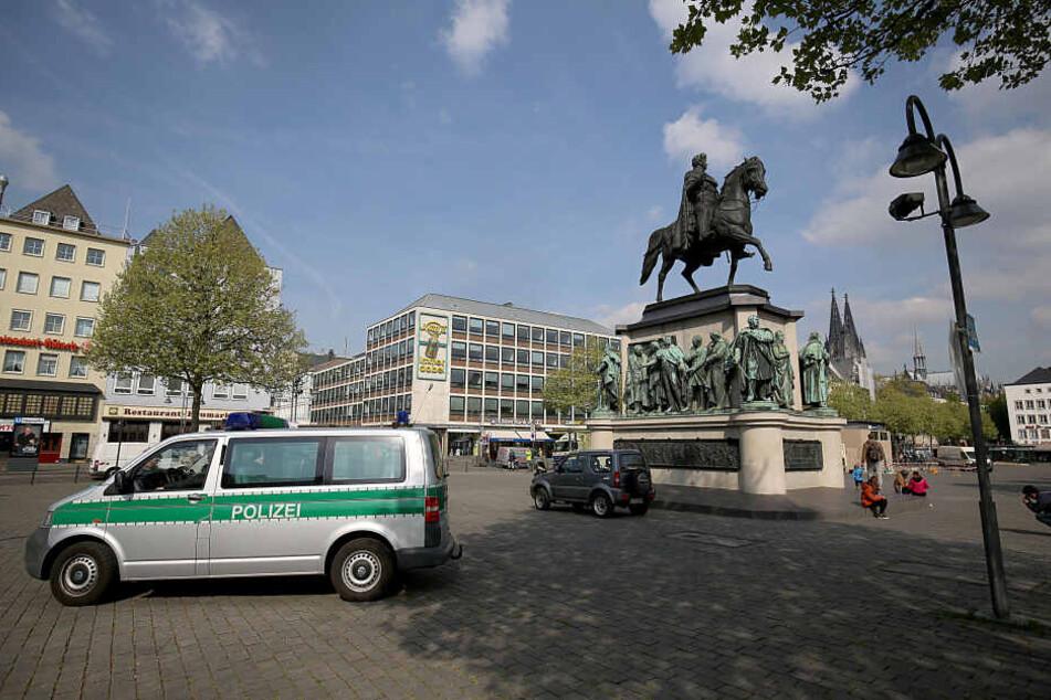 Die Polizei am Kölner Heumarkt.