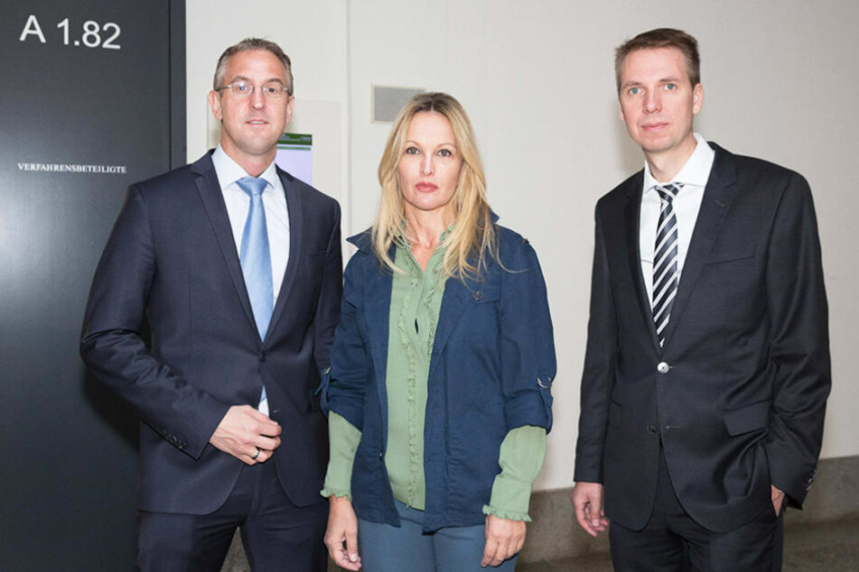 Regine Töberich (52) mit ihren Anwälten Wolfram  Müller-Wiesenhaken (39) und Steffen Gerchel (41).