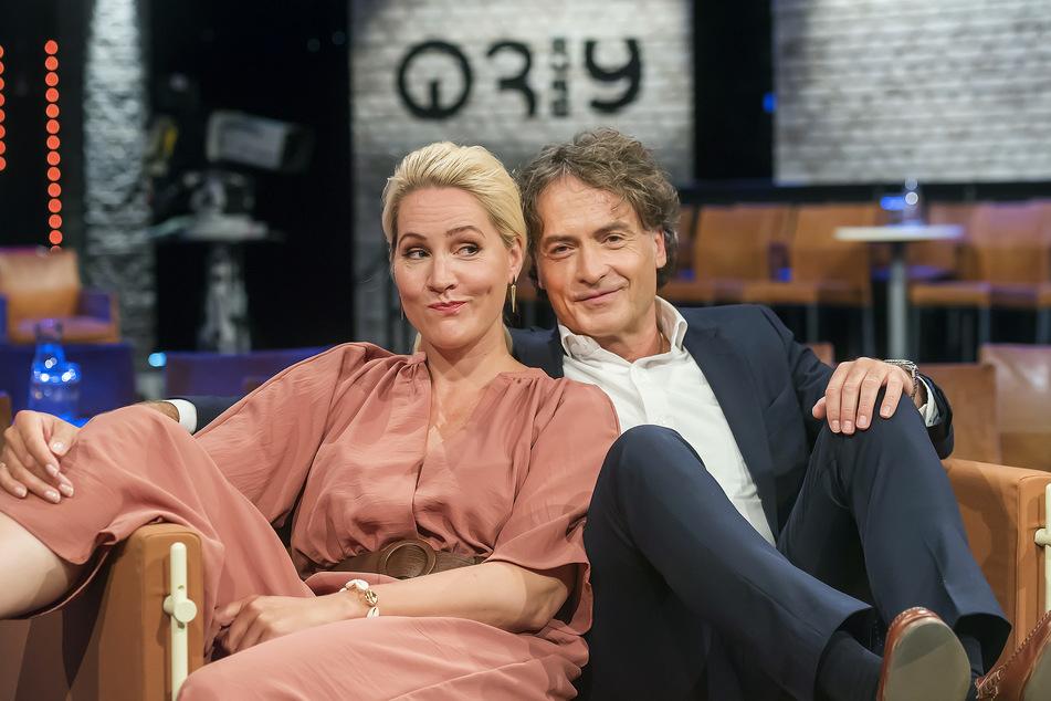 """Judith Rakers und Giovanni di Lorenzo moderieren gemeinsam die Talkshow """"3nach9""""."""