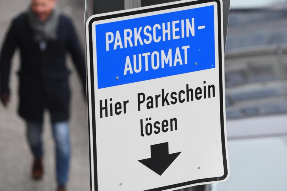 Streit um Gebühren eskaliert: Parkwächter prügeln auf Autoinsassen ein