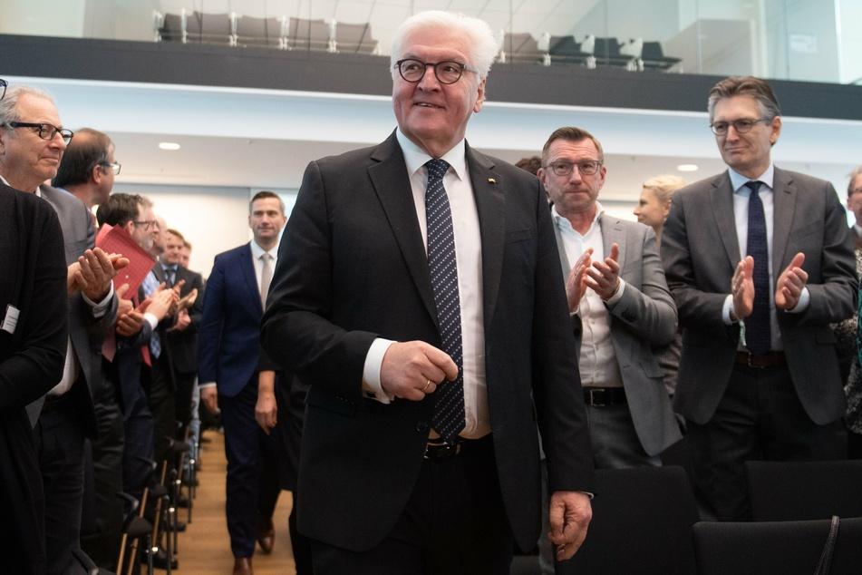 """Bundespräsident Frank-Walter Steinmeier besucht im Zwickauer Rathaus eine Diskussionsrunde zum Thema """"Gemeinsam gegen Hass und Gewalt – Kommunalpolitiker nicht allein lassen!"""""""